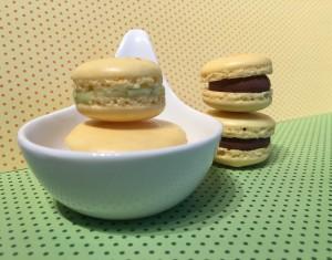 Macarons gelb mit verschiedenen Füllungen
