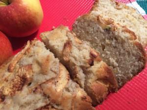 Rührkuchen mit Apfel frisch zum Kaffee