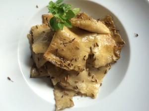 Ravioli mit Maronenfüllung auf dem Teller