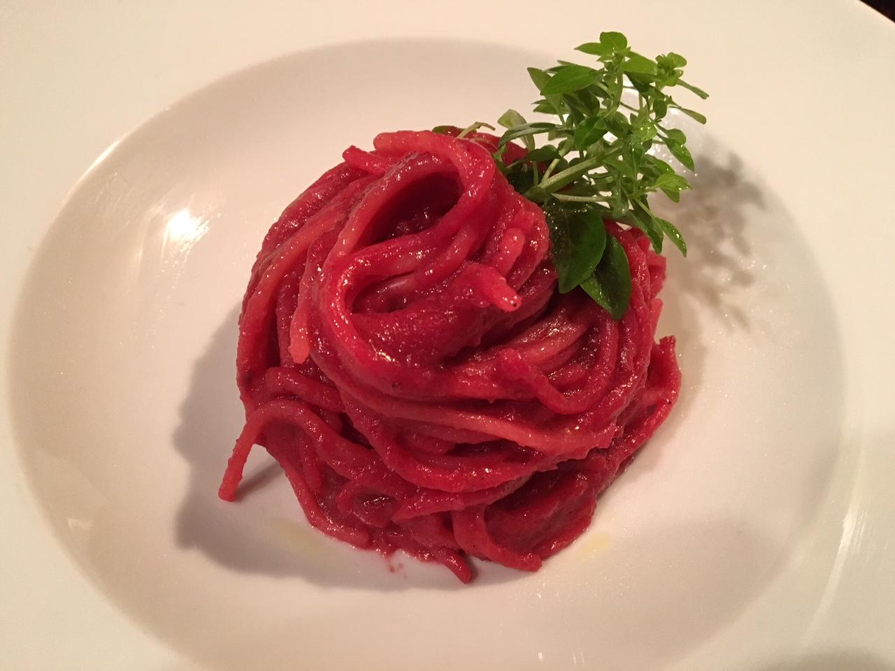 Red Velvet Spaghetti Serviervorschlag