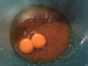 Butter-Zucker-Mischung mit Eiern und Vanille