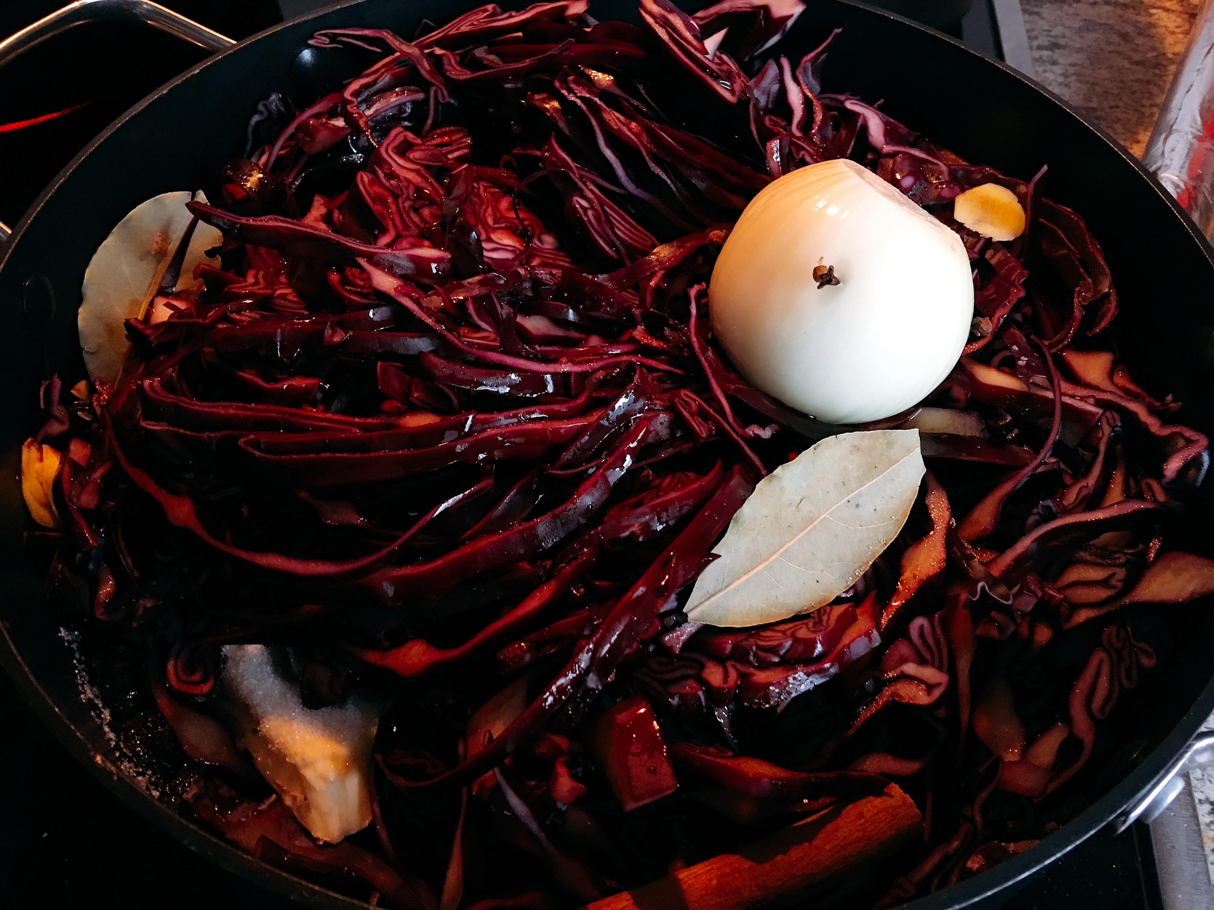Rotkohl mit Äpfeln und Rotwein