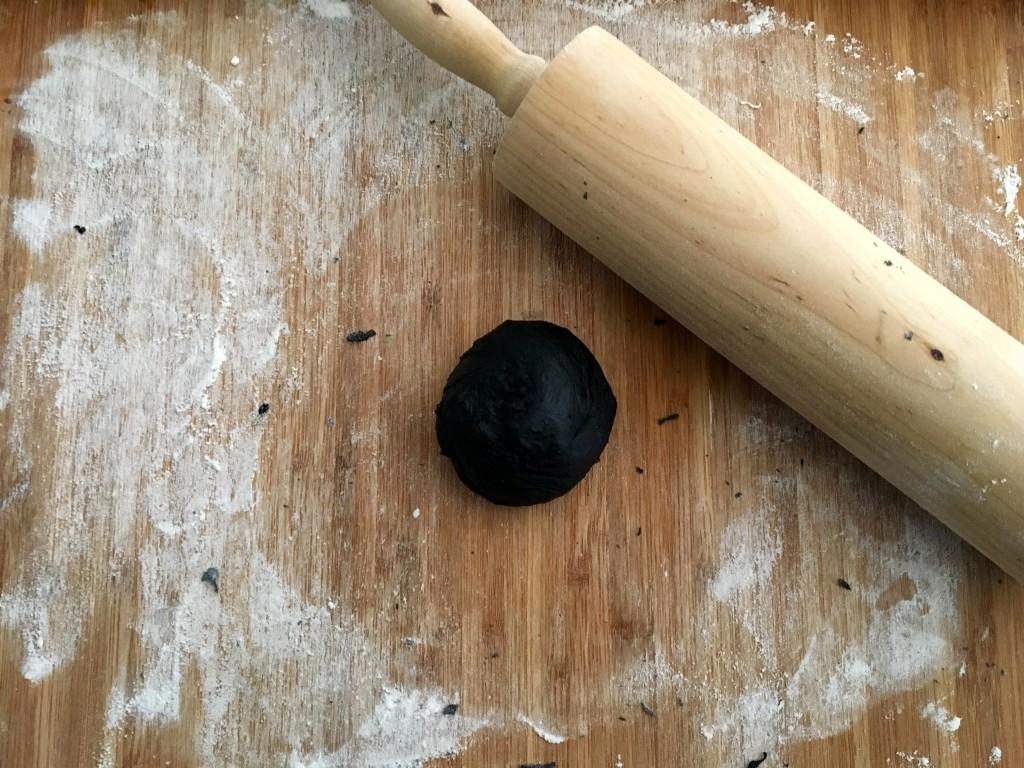 Black Burger Buns Teig geformt
