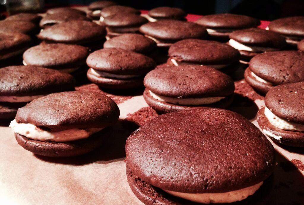Whoopies mit Schokolade und Erdnussbutter-Füllung