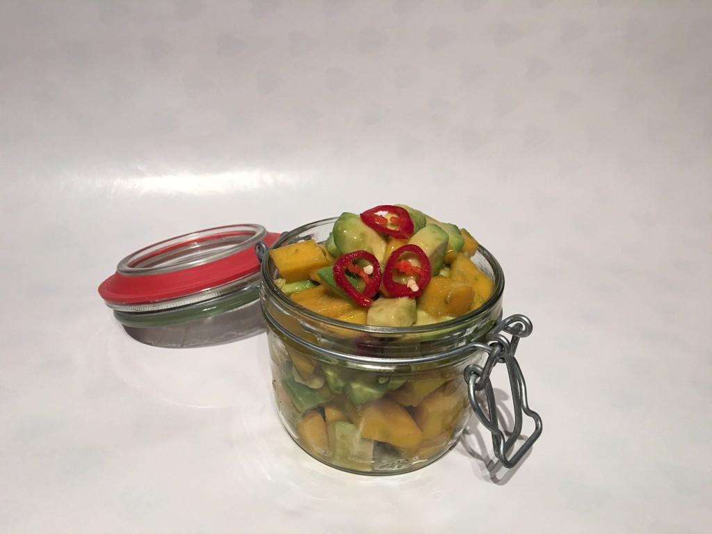 avocado mango salad mit chili vegan k chenflug. Black Bedroom Furniture Sets. Home Design Ideas
