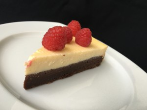 Brownie Cheesecake mit Himbeeren