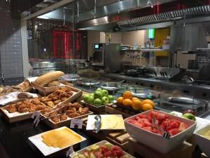 Ibis Central One Frühstück mit frischem Obst