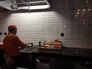 Ibis Central One Frühstück mit frischem Omelett