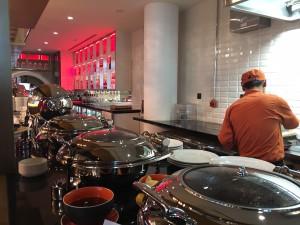 Ibis Central One Frühstück mit warmen Gerichten