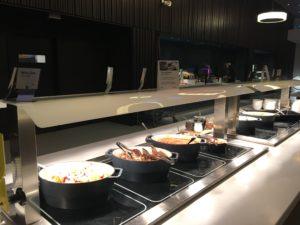 Scandic Oslo Airport - warmes Frühstücksbuffet