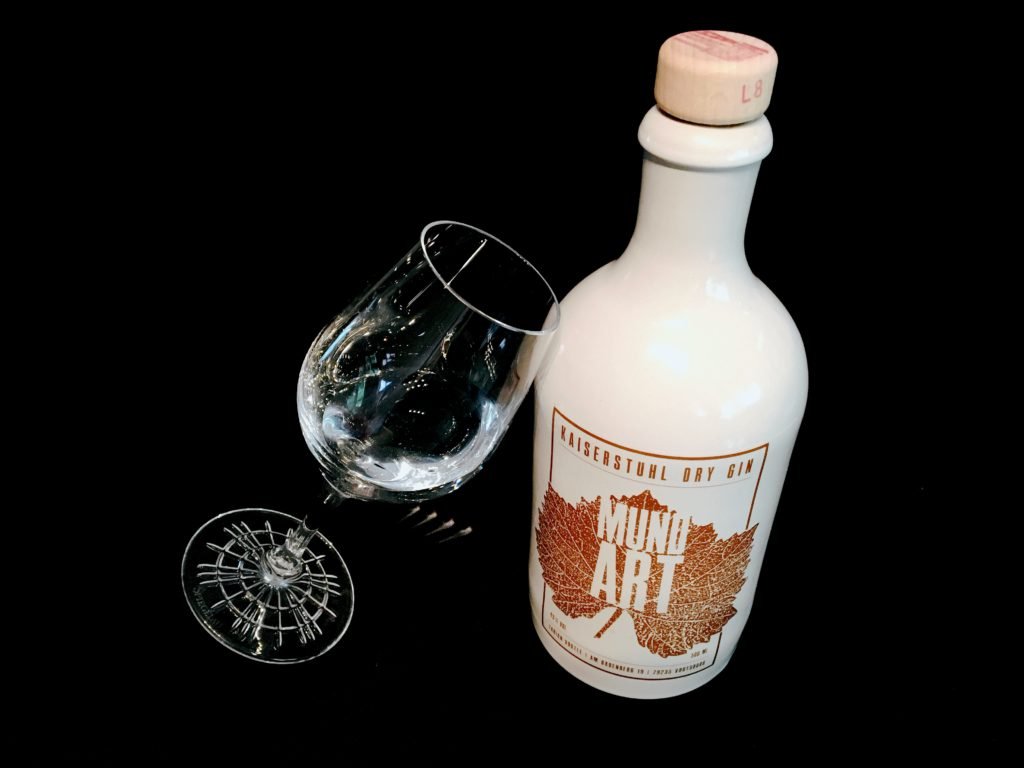 Mundart Kaiserstuhl Dry Gin im Tasting Glas