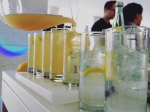 Applaus Gin Tasting mit Apfelsaft und Tonicwasser