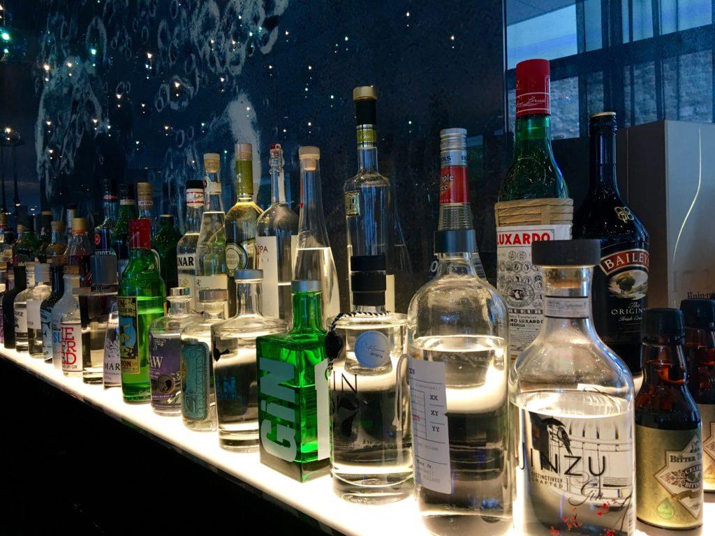 Motel One Stuttgart-Bad Cannstatt die Bar von rechts
