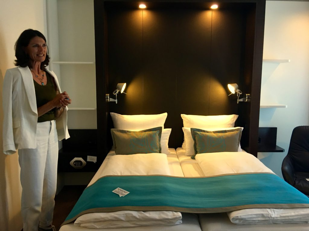 Motel One Stuttgart – Bad Cannstatt – Gin Lovers Welcome! › Küchenflug