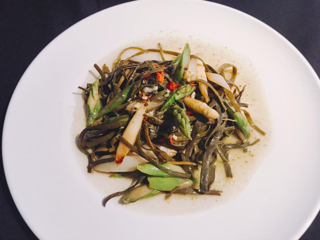 I sea pasta Frühlingsgericht mit Spargel