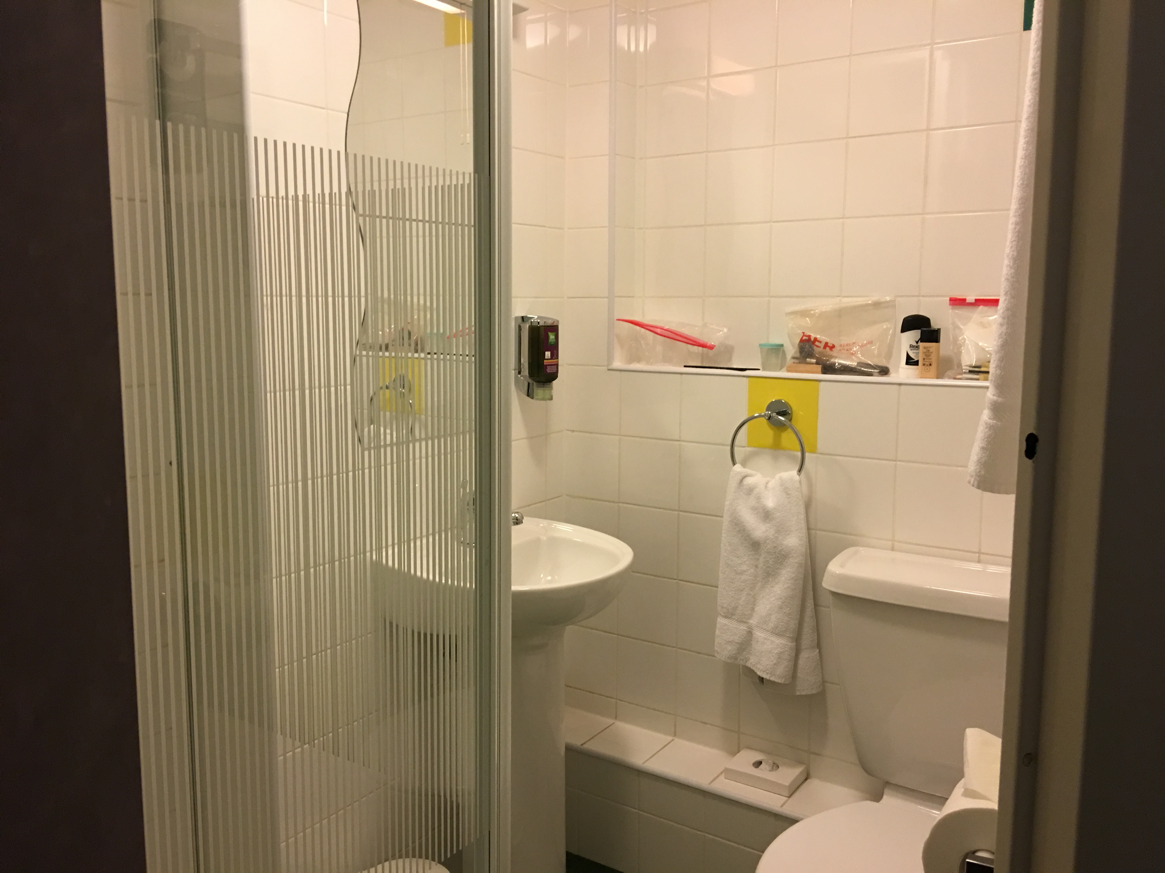 Das Badezimmer im ibis Styles London Excel