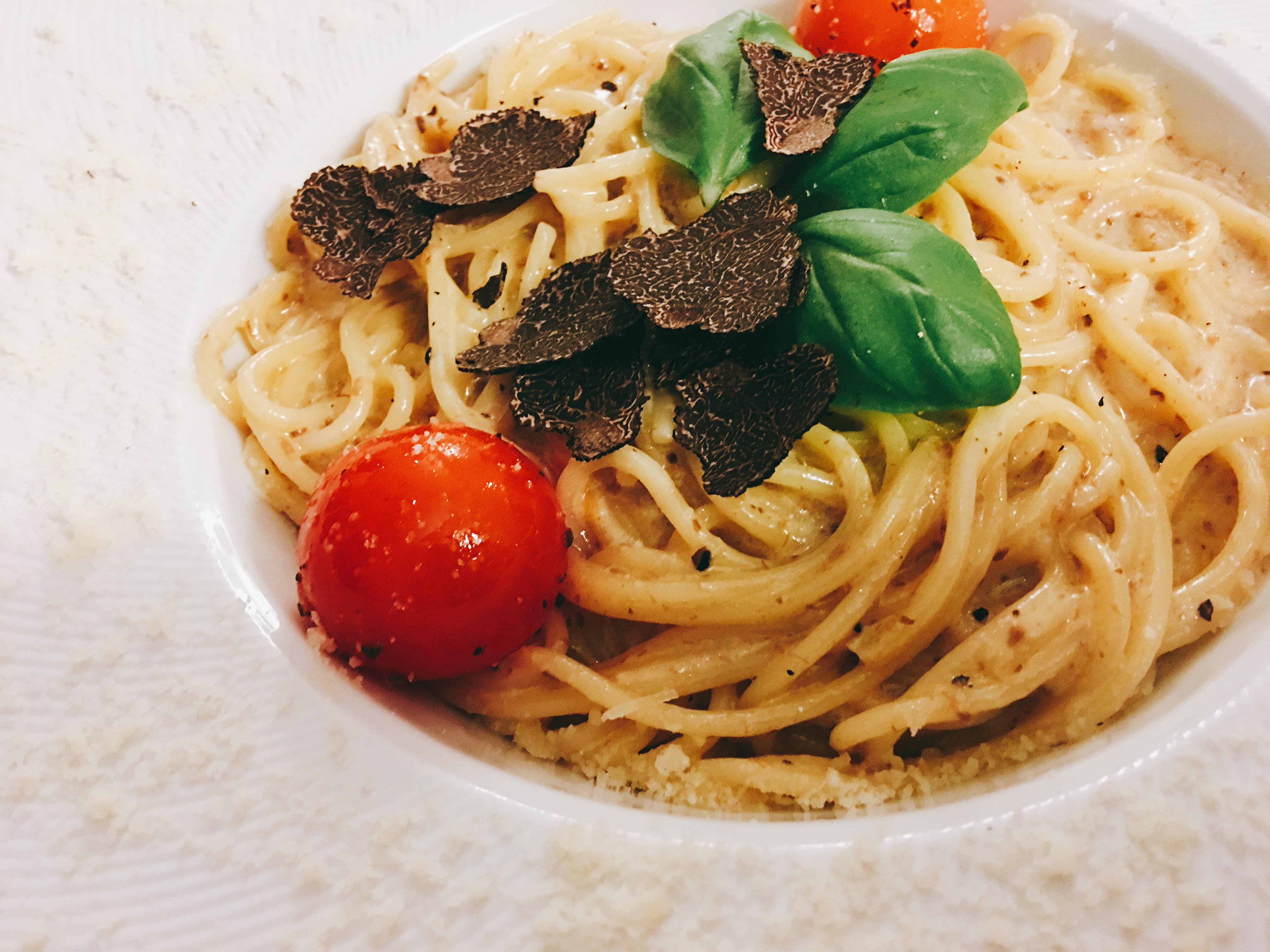 Spaghetti al parmigiano con tartufo nero