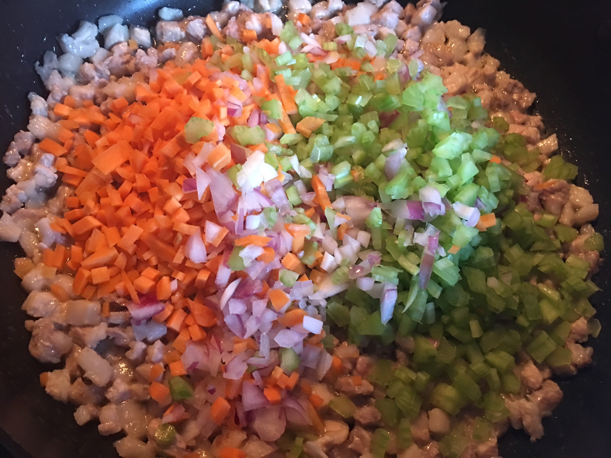 Ragu alla Bolognese mit dem ausgelassenen Schweinebauch und dem frischen Gemüse.