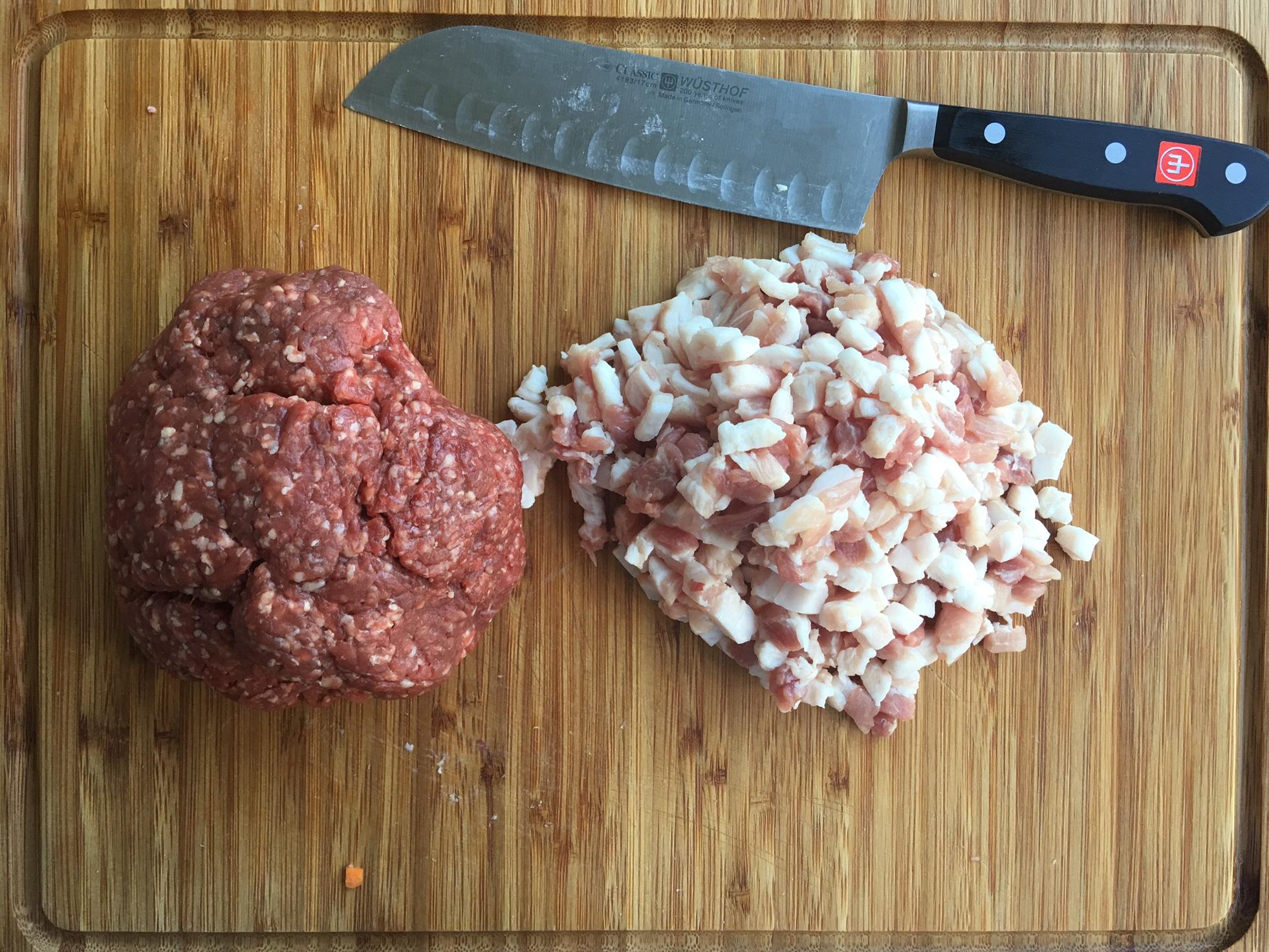Ragu alla Bolognese, frisches Rinderhack und gewürfelter Schweinebauch