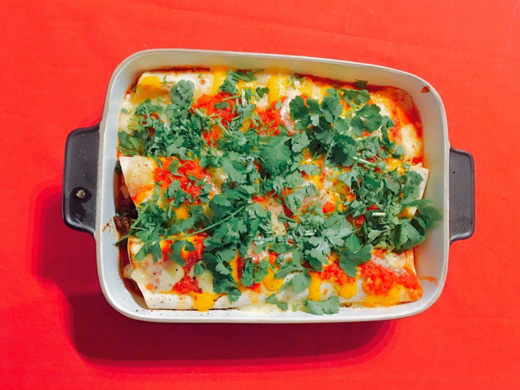 Mit Käse überbackene Enchiladas